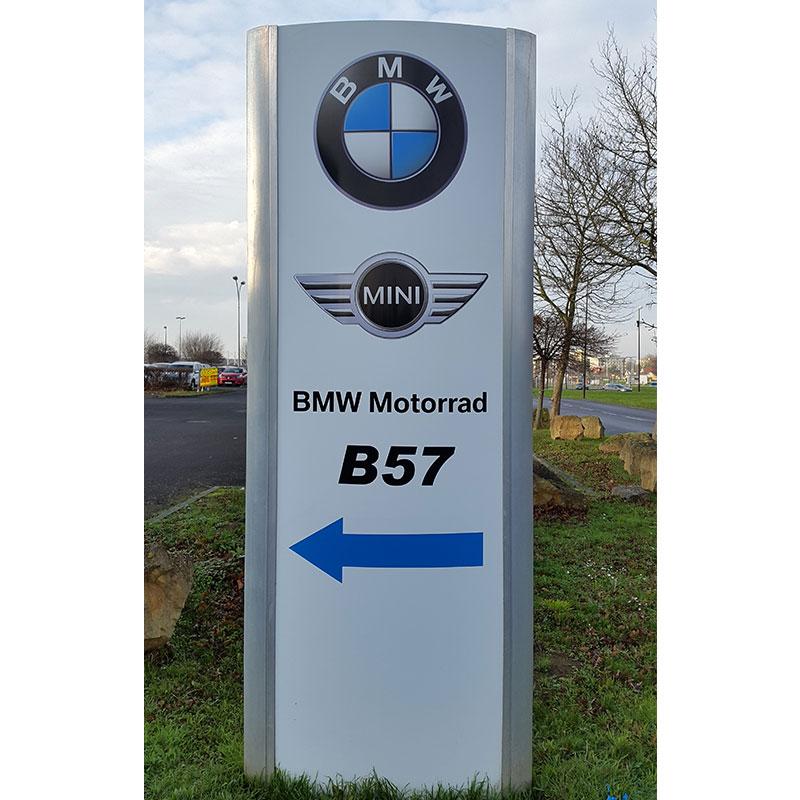 Bwise-Metz-signalétique-totem-extérieur-BMW-Mini-metz
